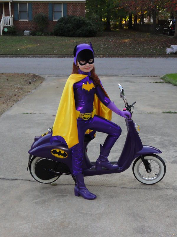 Adorable Batgirl With Her Matching Bat Scooter [Cosplay]