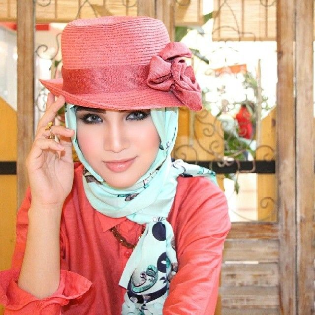 light blue hijab with coral straw hat