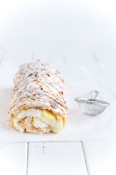Beautiful lemon meringue roulade with homemade lemon curd. A fresh and easy cake for summer. Click here and grab the recipe for lemon meringue roulade