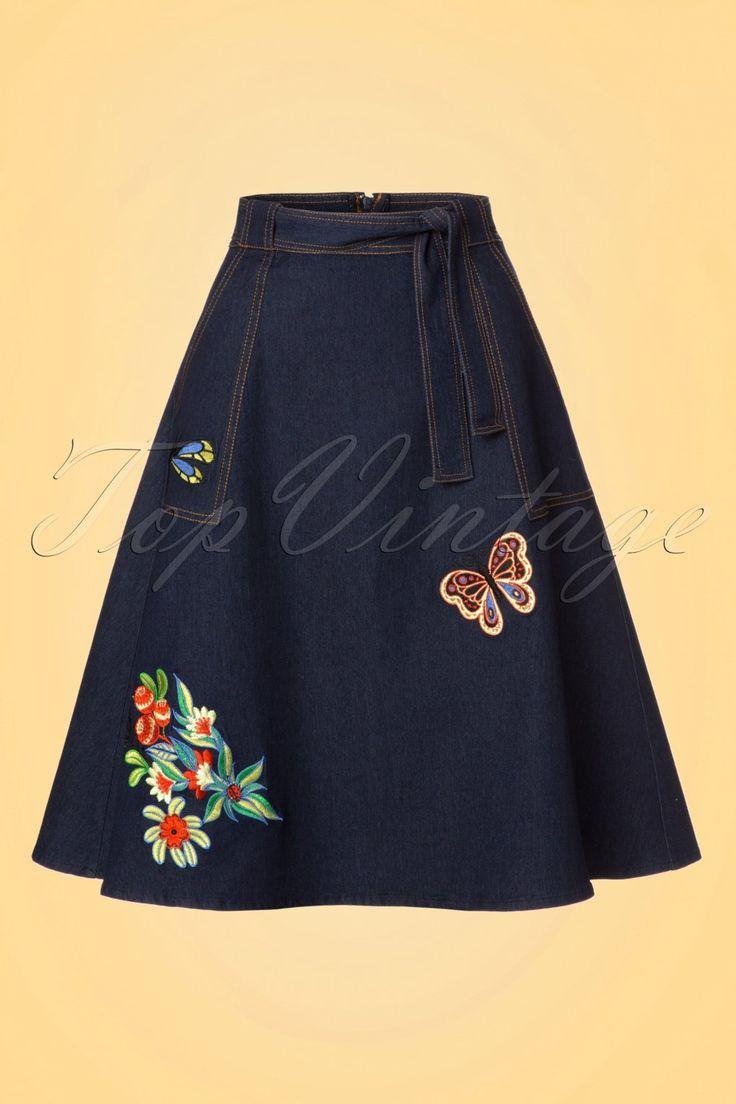 Een denim rok is een must-have voor je garderobe dus met deze 60s Naomi Embroidered Skirt zit je helemaal goed!  Met het vooruitzicht dat de zon snel weer op volle sterkte is kun je niet genoeg rokken in je kast hebben! Deze schoonheid draag je in de taille en loopt uit in een speelse A-lijnen die super flatterend is voor zowel een volle als een bescheiden heup. De strikband in de taille, zijwaartse zakjes en schattige geborduurde bloemen en zomerse beestjes tillen haar naar een hoger…
