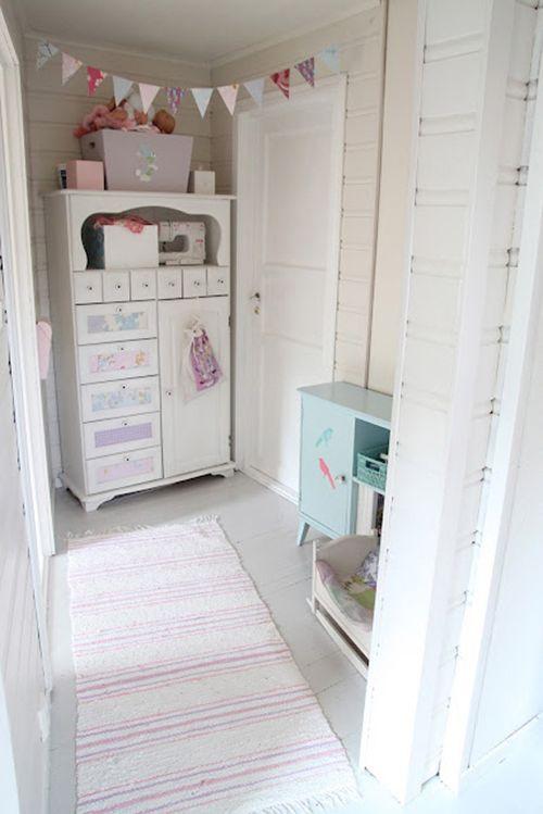 17 best ideas about party layout on pinterest purple for Bachelorette bedroom ideas