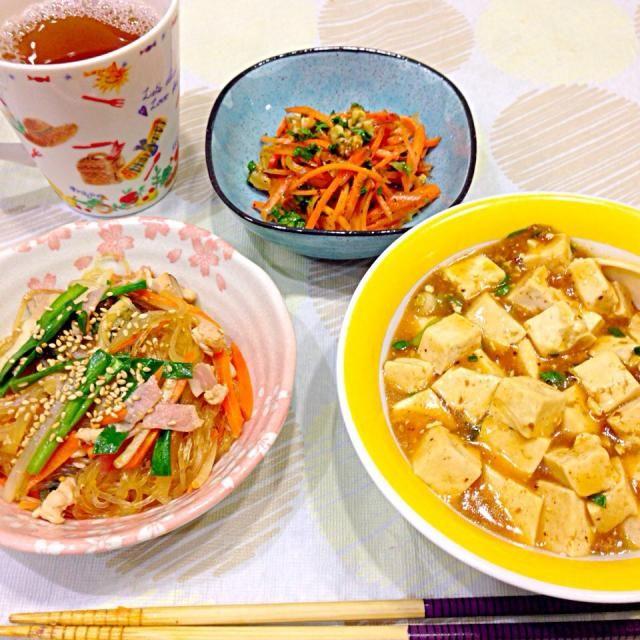 麻婆豆腐 野菜たっぷりチャプチェ 人参とクルミのマリネ  お昼がボリュームありすぎたのか、あまりお腹がすきません でも人参マリネはばくばく食べちゃいました - 26件のもぐもぐ - 11月20日夕食 by happynirusu1128