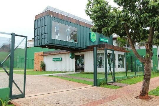 Linda loja de roupas feita com container em Campo Grande Brasil