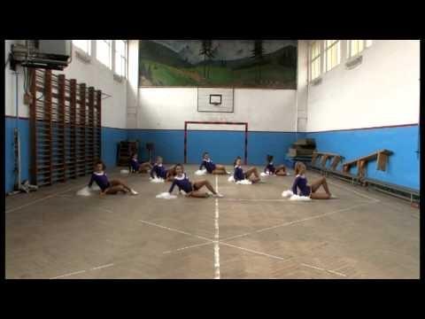 Echipa oficiala de majorete a Nationalei de Rugby dansand pe imnul Echipei Nationale de Rugby