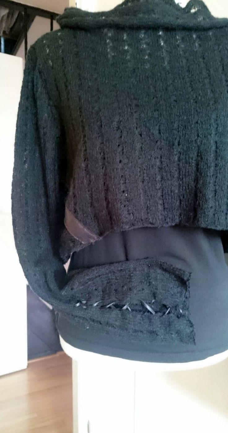 Kort vallend truitje met leuke details in zachte tricot stof. Maat S www.EchtHelemaalAsje.nl