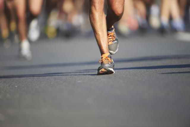 If you're new to running, you may be overwhelmed by all the running information out there. Here are seven basic running tips to get you started. #runningtipsforbeginners