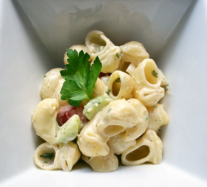 Easy Vegan Macaroni Salad tastes just like the non-vegan version! Its super easy to throw together when you want to go outside! Summer is approaching fast, so make sure you get yourself ready for your #vegan barbecues!  http://vegetariansnob.com/easy-vegan-macaroni-salad/