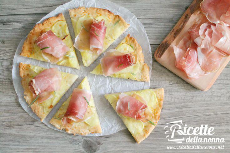 Vi piace la pizza ma siete intolleranti al glutine? Questa deliziosa pizza senza glutine alle patate e speck vi stupirà: è facile veloce da preparare ed h