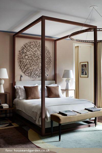 Dřevo v interiéru ložnice