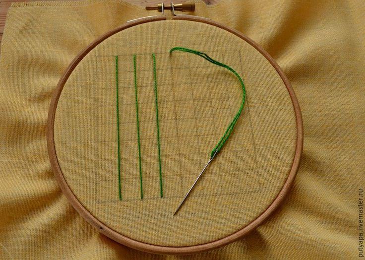 Предлагаю вашему вниманию серию несложных мастер-классов по вышивке в технике 'декоративные сетки' или, как окрестила этот вид вышивки моя знакомая, 'крестик для ленивых' :) Эта техника довольно проста и под силу начинающим рукодельницам. В пределах контура натягивается сетка, которая может быть прямой или ромбовидной. Места пересечения ниток прикрепляют к ткани стежками-'скрепками', которые могут быть в виде прямых или косых стежков, крестиков.…