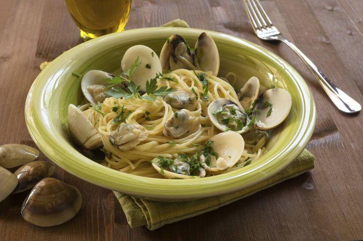 Gli spaghetti con le vongole è un classico della cucina italiana ma non tutti sanno fare un piatto gustoso, ecco alcuni segreti per realizzarla al meglio.