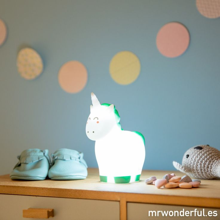 Luz mágica para soñar bonito. Este unicornio será el mejor compañero de aventuras de tu peque y quedará genial en su habitación. #mrwonderfulshop #unicorn #light #children #bedroom #night #sleep #accessories #complements