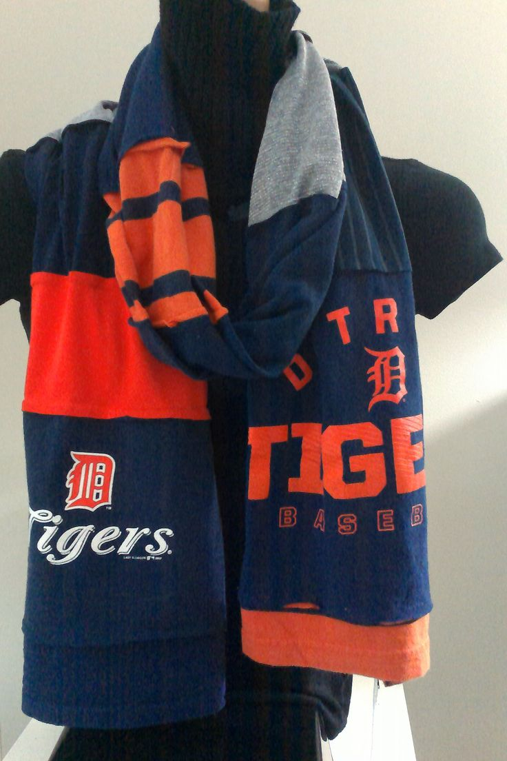 SOLD - ITEM #DTGRS04: Detroit Tigers baseball scarf. Measures approx. 84 in long.