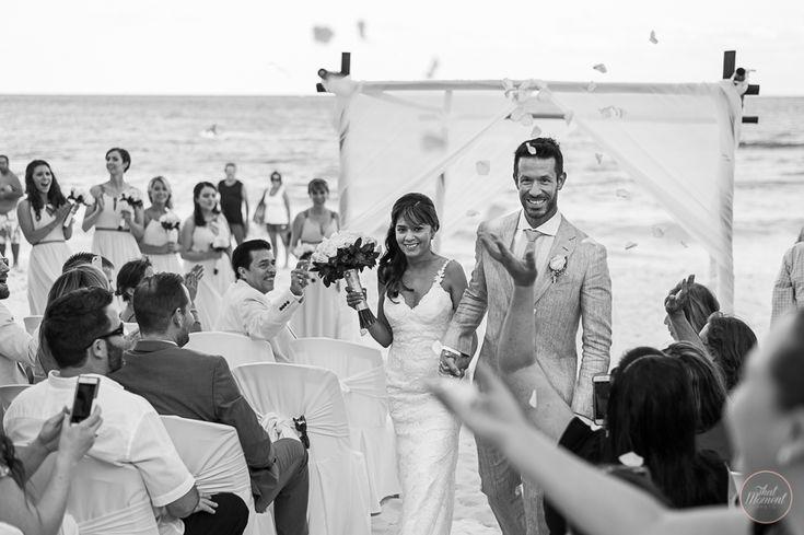 Black and White #lizmooreweddings #lizmooredestinationweddings #weddingphotography #weddingpictures #beachwedding #mahekalbeachresort