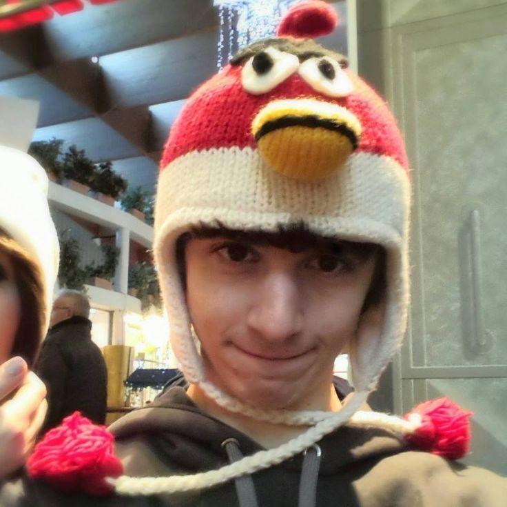 favij con il cappello degli angry birds