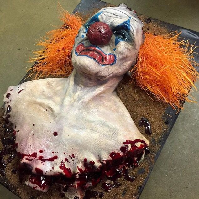 Halloween IT (Stephen King) cake. Would NEVER want this for my cake, but it looks amazing.