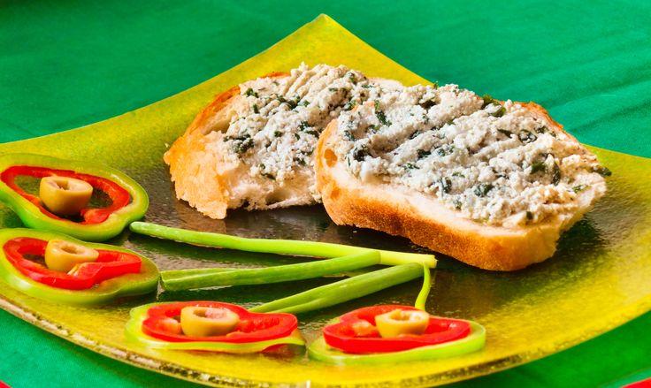 Túrókrém szendvicsre. Feldobja a reggelinket ez a különleges szendvicskrém, ami gyorsan elkészíthető és tetszőlegesen személyre szabható finom, egészséges leveles zöldekkel. Hozzávalók és recept: http://kertkonyha.blog.hu/2014/08/09/turos_szendvicskrem