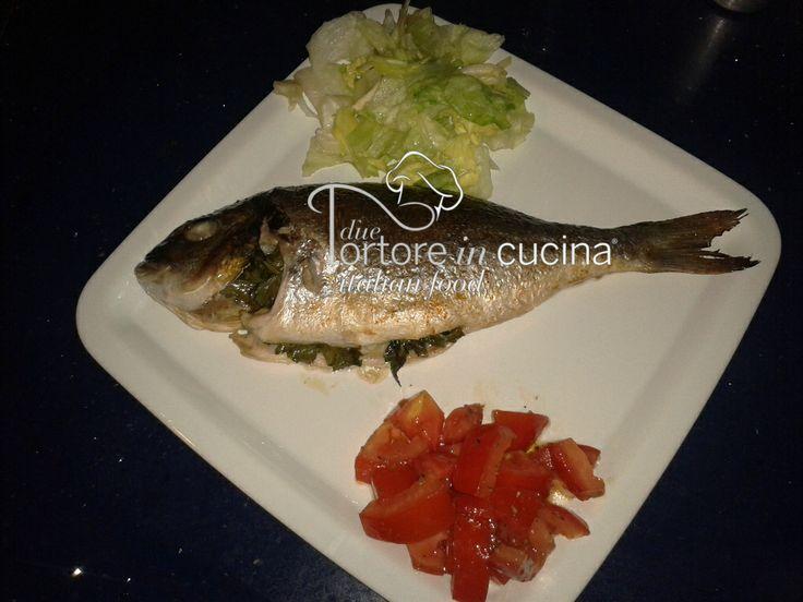 Orata al forno  La ricetta qui: http://www.duetortoreincucina.com/it/recipes/second-course-primi-piatti/italiano-orata-al-forno/