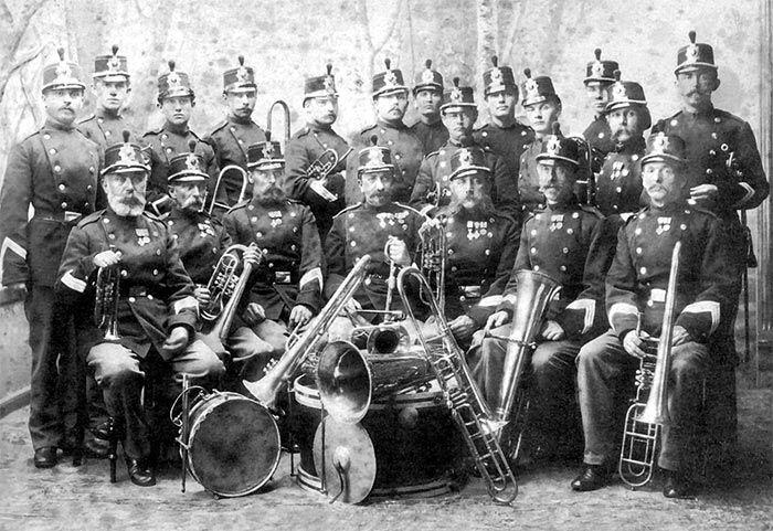 En overset militær enhed er de musikkorps der blev oprettet i 1841-42 og som gjorde tjeneste under de Slesvigske Krige. Dette er deres beretning.