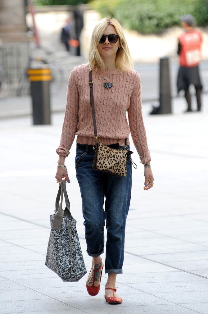 Fearne Cotton peach cable knit jersey, boyfriend jeans and a leopard print crossbody bag