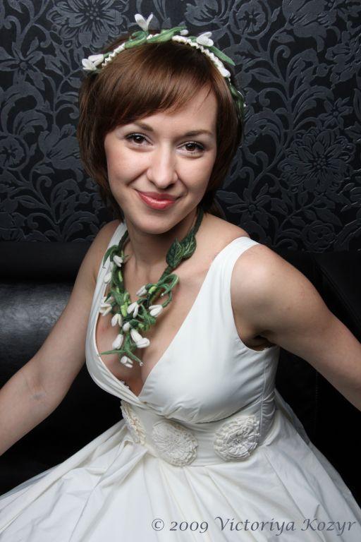 """Купить Колье для невесты """"Весна"""" - лес, подснежник, цветы, войлок, валяние на каркасе, Виктория Козырь"""