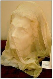 Eleonora Duse, busto velato in marmo