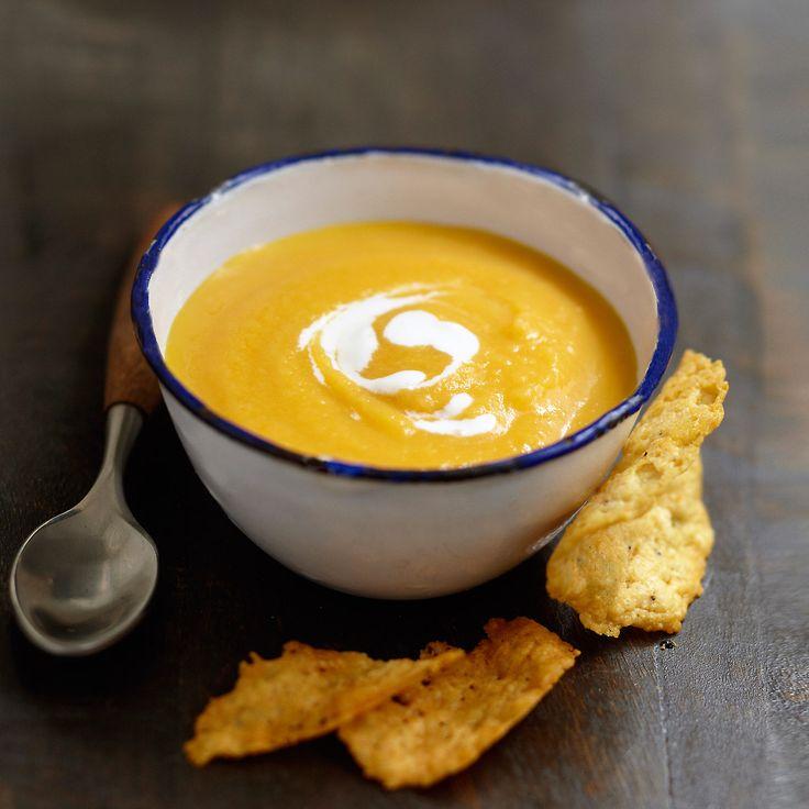 Découvrez la recette Velouté de navets jaunes facile, tuiles au parmesan sur cuisineactuelle.fr.