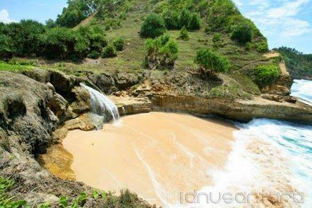 Pantai Banyu Tibo Pacitan 3