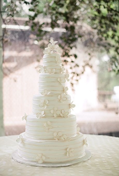 five tiered cake, each a different flavor, including carrot, chocolate, almond, and spice. photo by Harrison Studio.White Cake, Cake Wedding, Wedding Ideas, White Wedding Cake, Tiered Cake, Cakedesign, Wedding Cakes, Wedding Cake Design, Winter Wedding Cake