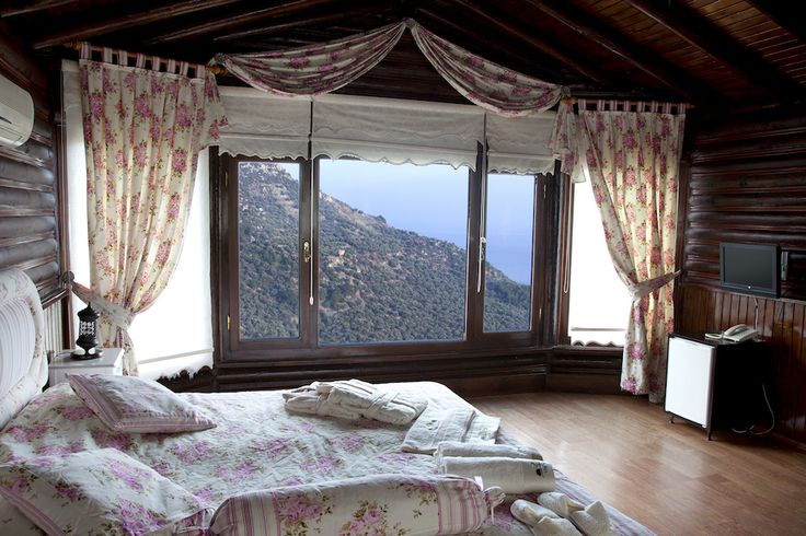 Kazdağları'ndan Günaydın! Kartal Yuvası'nda kalıyorsanız, odanız içinden manzaranız da böyle muhteşem oluyor. Fiyatlar 202 TL'den başlıyor. Telefon: 0286 764 0032 Web: www.kucukoteller.com.tr/kartal-yuvasi-otel