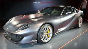 フェラーリ新型、史上最大800馬力 ハイテク後輪駆動