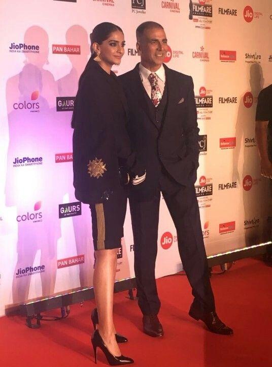 Sonam kapoor and Akshay kumar at red carpet of 63 filmfare