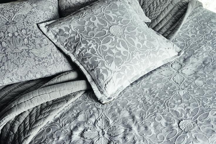 Коллекция Pure Fabrics, принт Pure Net Ceiling Applique Искусно разработанная ткань, сочетающая в себе вышивку и лазерную аппликацию.  #morris #дизайнинтерьера #дизайнидекор #design