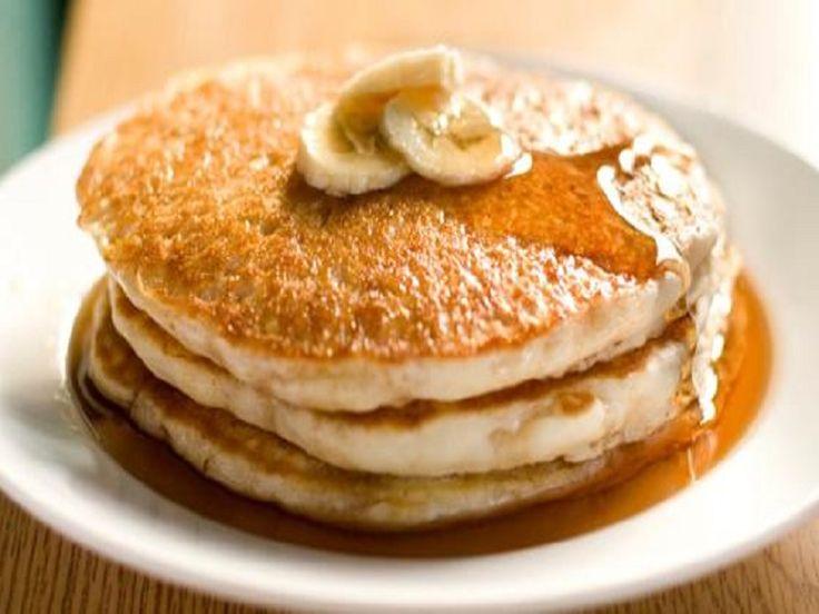 Bananenpannenkoeken zonder bakmeel en suiker. Pannenkoeken bij het ontbijt is ultieme verwennerij. Deze bananenpannenkoeken bestaan uit slechts 3 ingrediënten. Er is geen meel, suiker of zuivel toegevoegd.