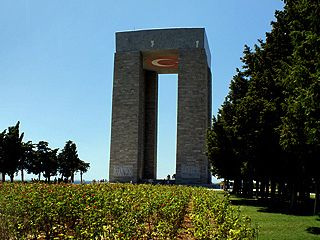 Canakkale Martyrs' Memorial The Çanakkale Martyrs' Memorial (Turkish: Çanakkale Şehitleri Anıtı) is a war memorial commemorating the service of about 253,000 Turkish soldiers http://gallipolitourguide.net/gallipoli/68-canakkale-martyrs-memorial.html