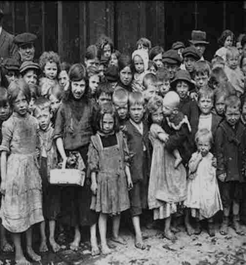 1910 - London dockers children