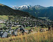 Verbier  In der südwestlichen Ecke des Wallis, nahe zu Frankreich und Italien, liegt der verhältnismässig junge Ferienort Verbier. Vom Sonnenplateau auf 1500m bietet sich ein atemberaubender Blick Richtung Combin-Massiv und Mont Blanc. Im Winter wird die Region zu einem der grössten Skigebiete der Schweiz.