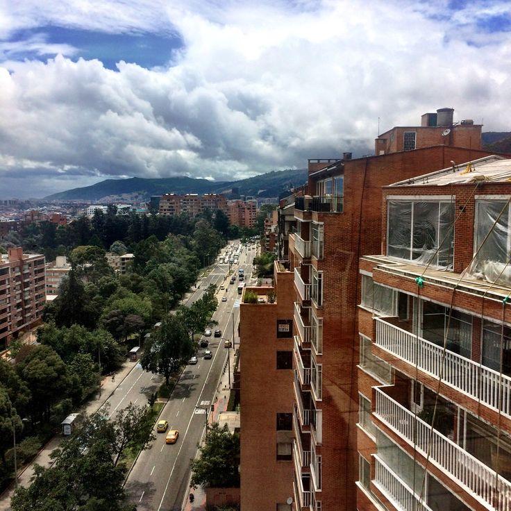 Felices 478 años a nuestra querida #Bogota. Desde una de sus #avenidas más importantes, la Carrera 7, le deseamos un #feliz #cumpleaños a nuestra #ciudad 🎂🏙 #colombia #felizcumpleañosbogotá 💛💛❤️❤️