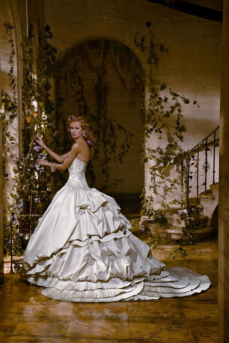 """This gown has that """"Gone With The Wind"""" feeling 2 it!"""