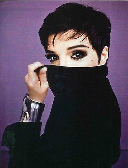 Liza you are stunning as always! Liza Minnelli wearing Elsa Peretti jewelry #converttoblack