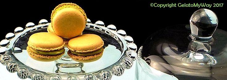 …al #maiunagioia!!! Macarons con guscio avorio ripieni di ganache al pistacchio.  Bentrovati, qualche tempo fa ho realizzato i miei primi macarons decenti, da lì in poi è stato tutto un…