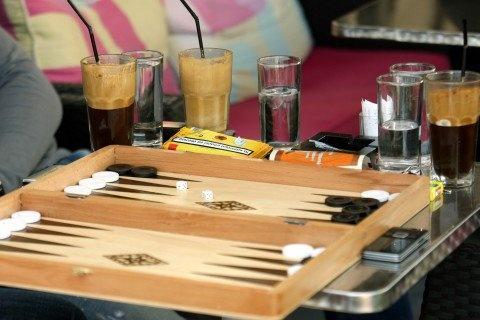 The national sport of Greece :) backgammon - τάβλι και φραπέ