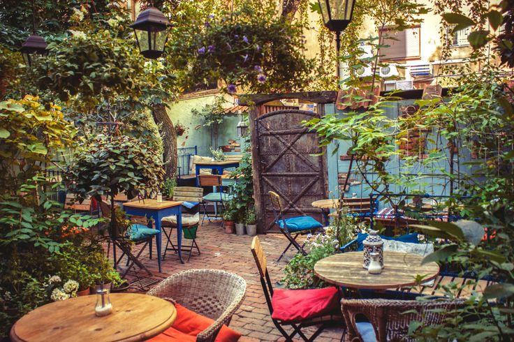 Nasyć się kolorami naszego ogrodu.  #werandacaffe