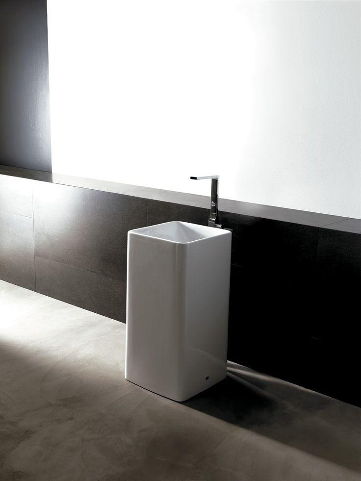 Lavabo a colonna moderno in ceramica bianca Alice Ceramica. [www.viadurini.it]