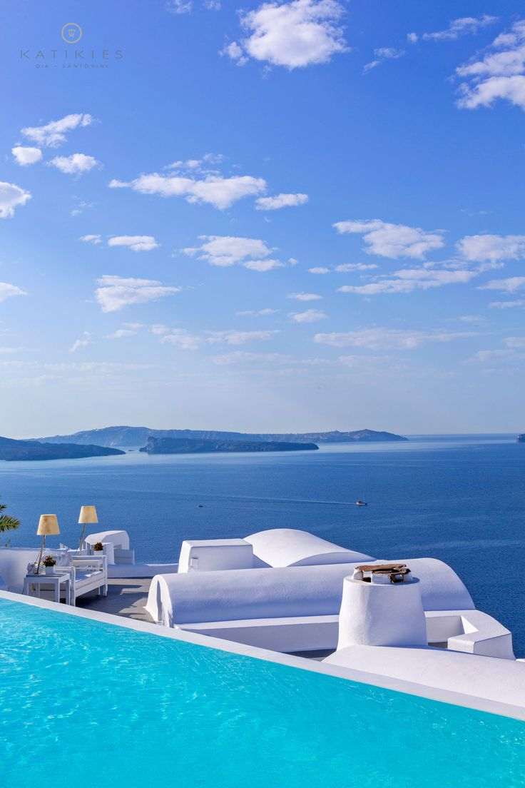 Katikies Hotel | Infinity pool & view | cycladic architecture