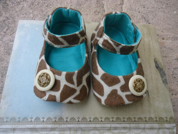 Giraffe Baby Baby Shoes by beba00 on Etsy, $16.50 - LOVE!