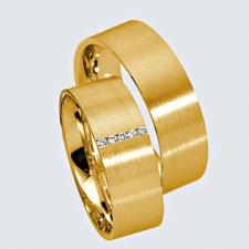 Verighete din aur galben cu briliante si interiorul rotunjit pentru confort la purtare. Pot fi realizate din aur alb, aur galben sau aur roz. La cerere sunt posibile şi alte modificări.