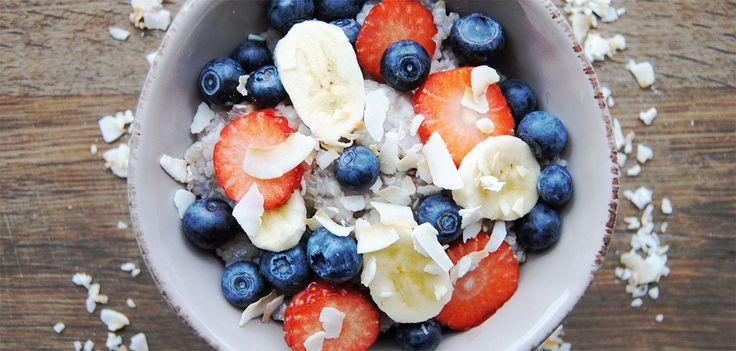 Prova vårt recept på proteingröt, perfekt frukost eller mellanmål som håller dig mätt länge. Proteingröt 2 skopor One Whey®Isolate Unflavored2 dl Fiberhavregryn 4 dl Vatten1 msk Linfrön 1 krm Salt Koka upp vatten och tillsättfiberhavregryn, linfrön och salt i en liten kastrull. Låt sjuda på svagvärme i 2-3minuter under omrörning.Rör ner proteinpulvret i slutet av tillagningen. Servera med bär, nötsmör, torkad eller färsk frukt. Njut! Har du bråttom? Prova att tillaga vår gröt...