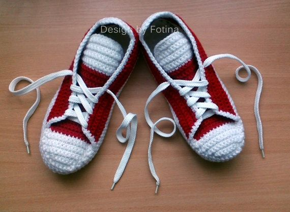 """Crochet men women """"converse"""" slippers for adults.Trainers slippers man's crochet needle on a felt of shoe with natural fur."""