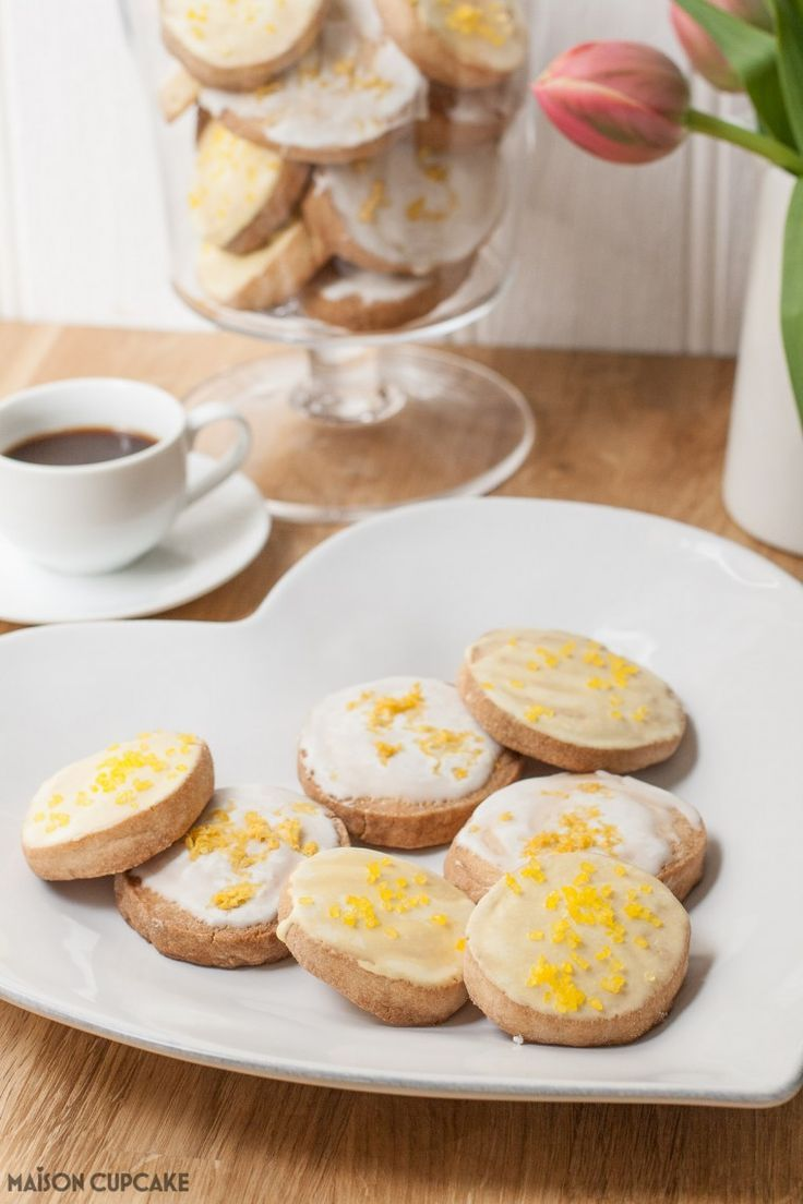 Easy to make summery cookies - stash a batch of dough discs in the freezer and then get some out to bake when you like and you can have freshly baked lemon cookies / biscuits in around 10 minutes!